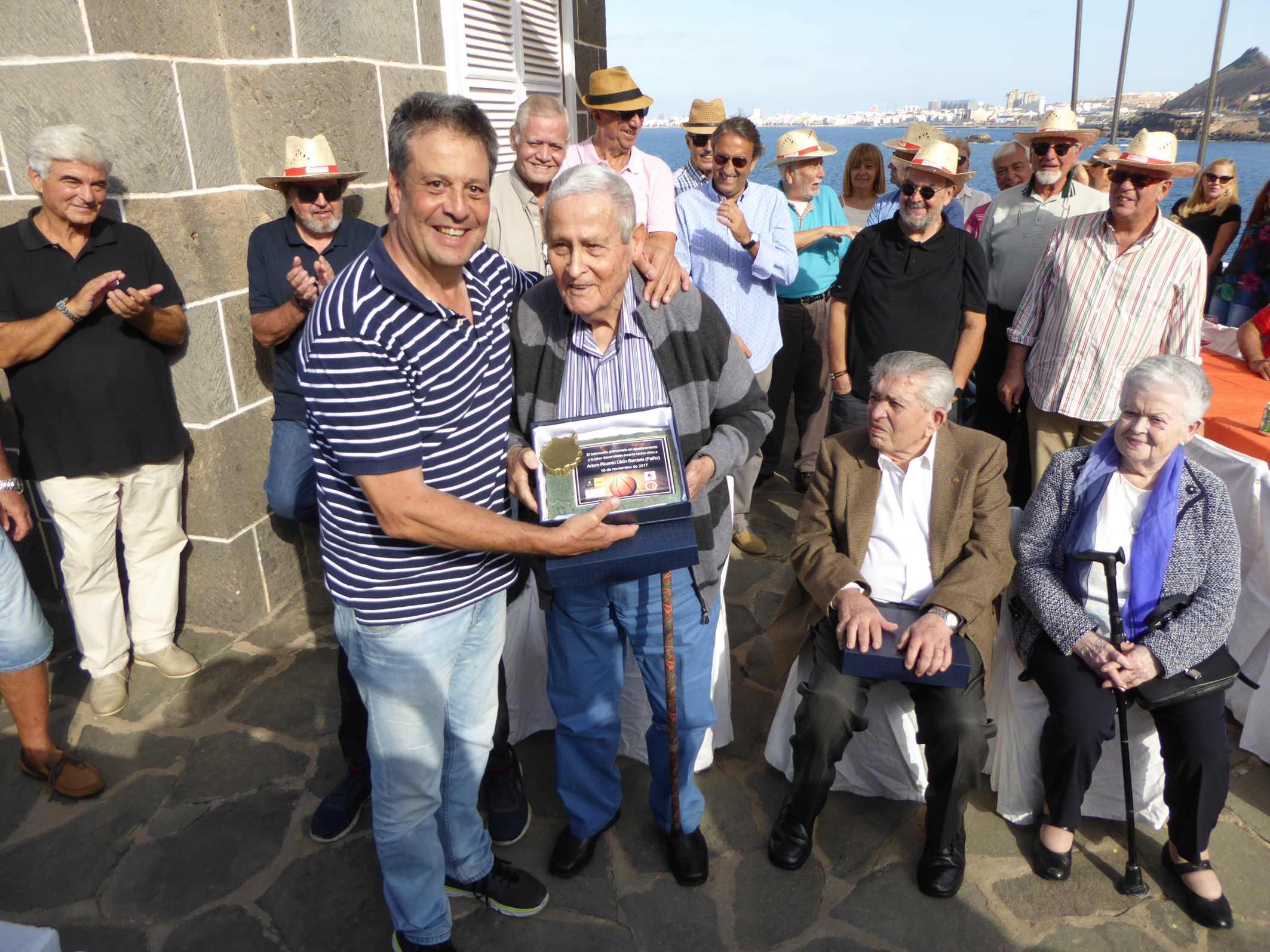Homenaje Asociación Veteranos de Baloncesto de Gran Canaria y la ...